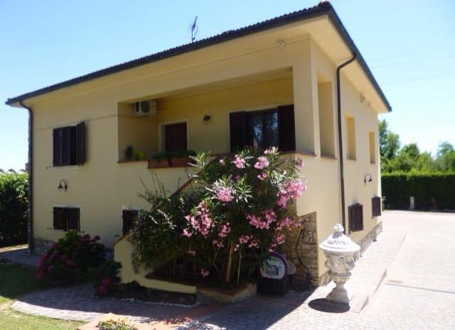 APPARTAMENTO IN VILLA PIANO TERRA., holiday rental in San Giovanni alla Vena