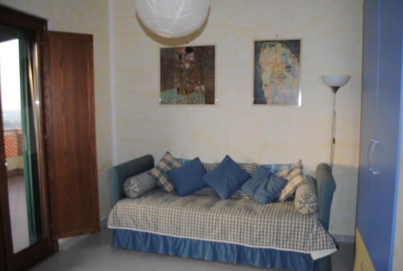 camera con divano letto (matrimoniale o due singoli)