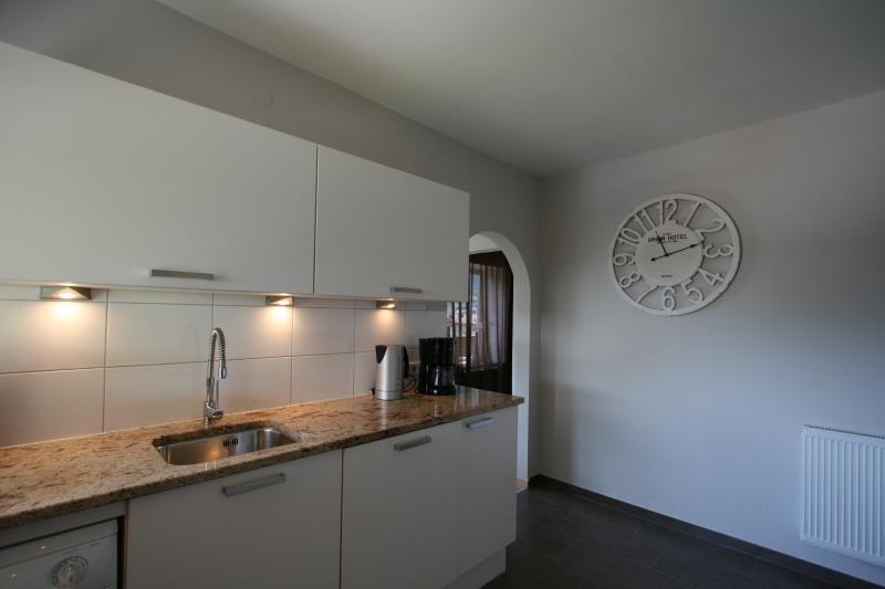 Kitchen 'smaller' appartement with f.e. washing machine