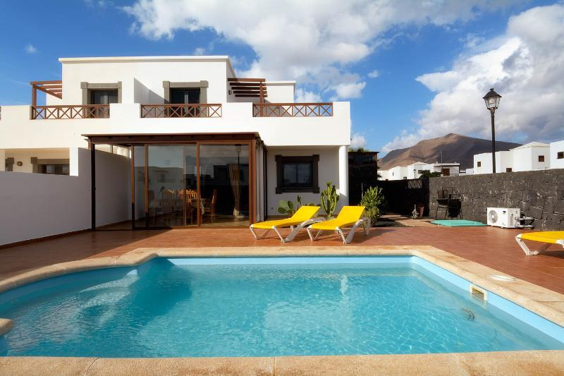 CASA VITTURI (pvt heated pool + AC), vacation rental in Playa Blanca