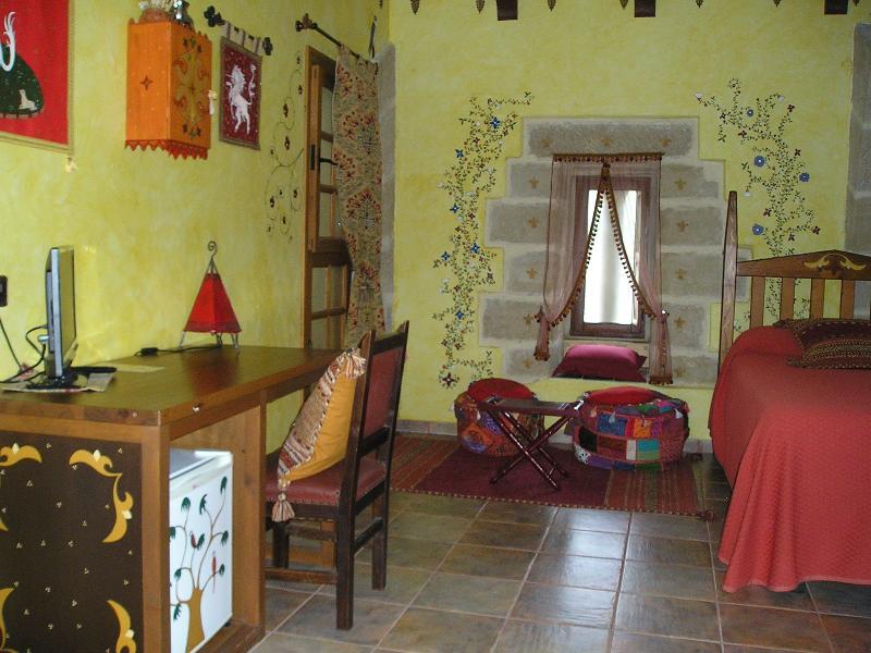 CASA RURAL MEDIEVAL TORRE FUERTE S.XIII  'ATALAYA', holiday rental in Ciruena