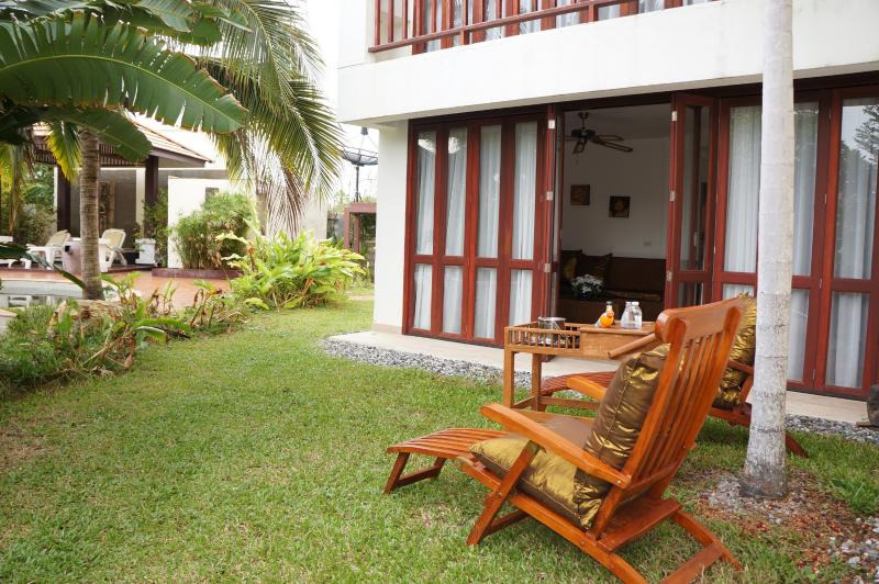 Tropical Beach Deluxe Apartment, vacation rental in Rayong