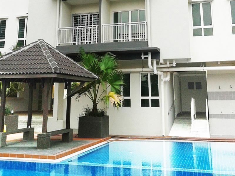 3 bedroom Condo: 1 min walk fr LRT, Ferienwohnung in Kuala Lumpur