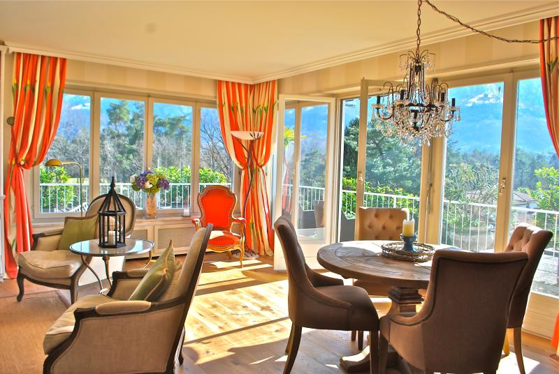 Stunning Ascona Penthouse steps to Golf & Beach, location de vacances à Lac Majeur