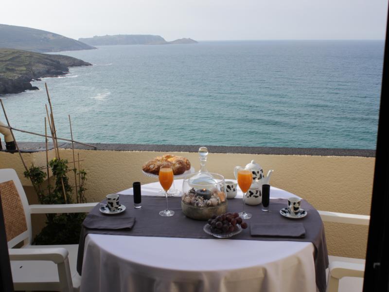 Terraza con vistas a las islas Sisargas