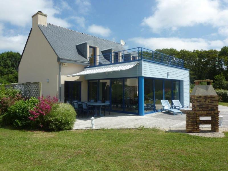 Freemantle - Seaside villa with indoor heated pool, vacation rental in Finistere