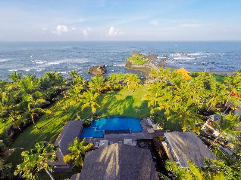 Villa Semarapura - Aerial - The villa, pool, gardens and sea