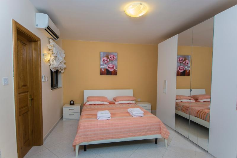 Periwinkle Holiday Apartment, alquiler vacacional en San Pawl il-Baħar (St. Paul's Bay)