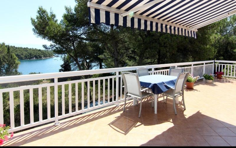 Luxurious Beach Villa Amphora, alquiler de vacaciones en Vrboska