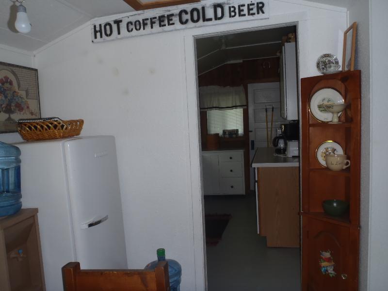 Agua filtrada junto a la cocina y bebidas Refrig