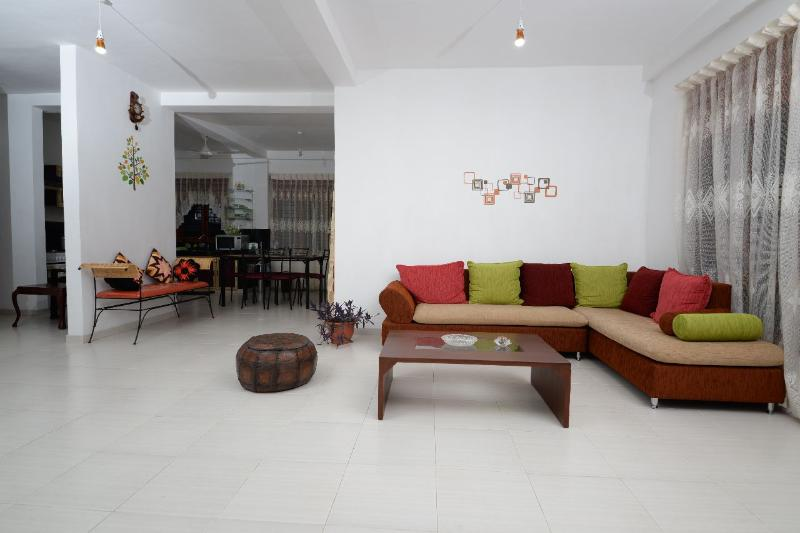 Dwara Tourism (Home Stay)  2Rooms +  en-suit baths, Ferienwohnung in Gampaha