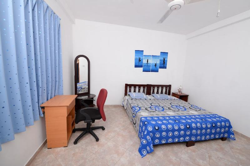 Dwara Tourism (Home Stay)  Room + en-suit bath, Ferienwohnung in Gampaha
