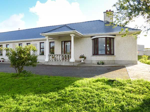 BELLADRIHID COTTAGE, all ground floor, open fires, two bedrooms, on owners, holiday rental in Collooney