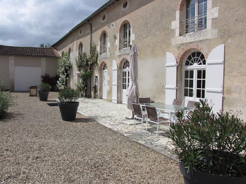 Bienvenue au Logis de Jouffre, holiday rental in Neuville de Poitou