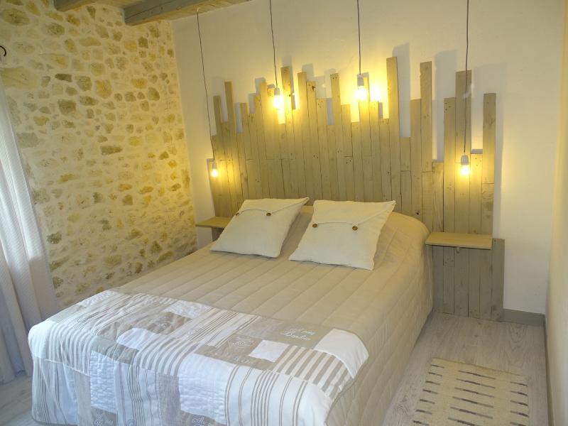 Suite de charme 'ESPERANCE', aluguéis de temporada em Sainte-Colombe-de-Villeneuve