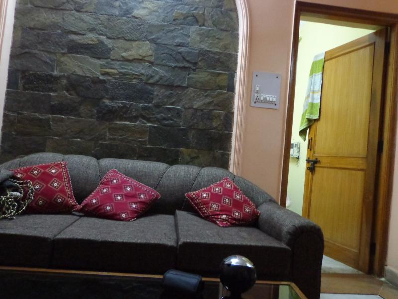 Fully Furnished Apt in Serene Location, vacation rental in Allahabad