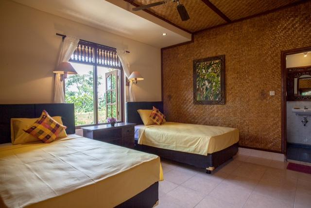 Twin bedroom with ceiling fan &  air/con located on the 2nd level