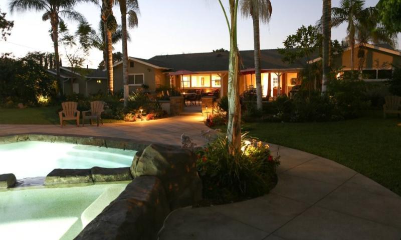 Beautiful Pebble-Tech Rock Pool w/Jacuzzi - Evening View 2
