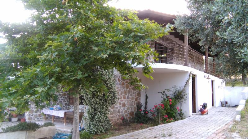stone house for rent, casa vacanza a Limnionas