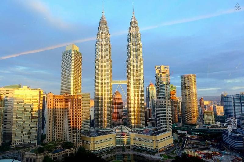 2 minutes walk away from Famous KLCC Petronas Twin Towers