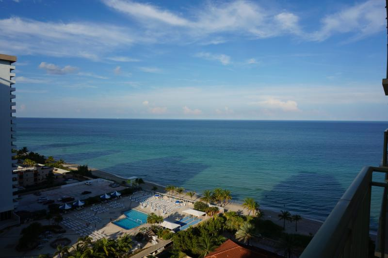 2080 LUXURY 2/2 OCEANFRONT ON 15FL, vacation rental in Hallandale Beach