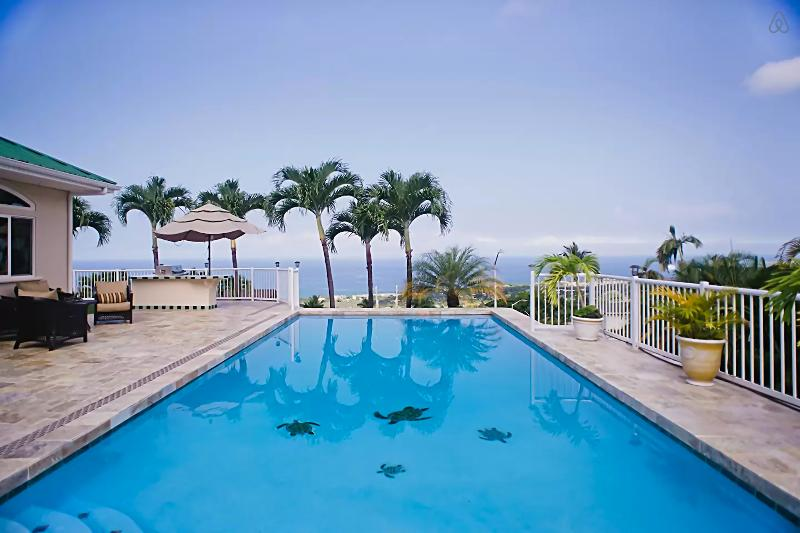 180 ocean view 6 bd 4 bath with Pool/Spa 5 minutes to White Sand, Black Sand beach and Kona town.