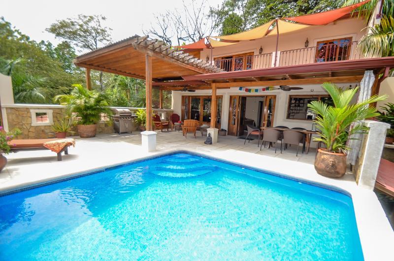 Tasteful luxury, surfers dream 3BR 9 person home, casa vacanza a Playa Guiones