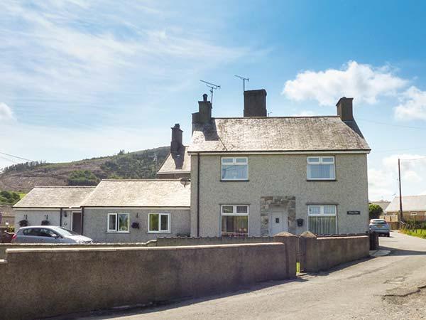 RHUG VILLA, comfy cottage near beach, pub, coastal walks, Nefyn Ref 927106, vacation rental in Boduan