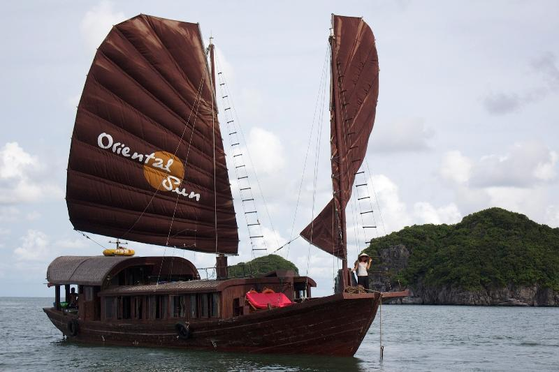 Cat Ba- Halong bay boat, holiday rental in Hanoi