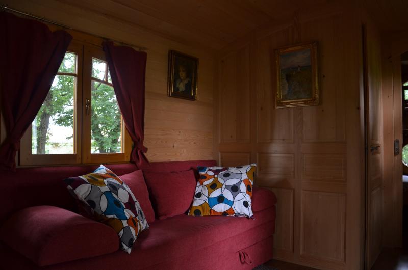 Roulotte Manouchka d'Arbrakabane, holiday rental in L'Isle-en-Dodon