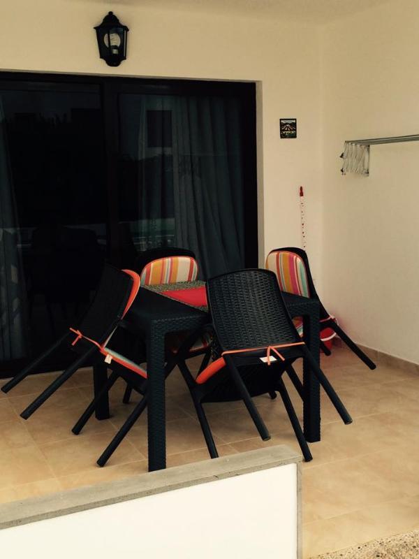 Fully renovated Apartment - Pool View, alquiler de vacaciones en Puerto del Carmen