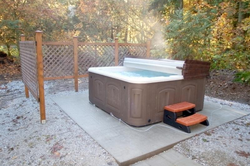 Soak away in this 8 person hot tub perfect for apres