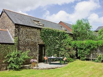 Passion Flower Cottage - a rural romantic retreat with pets welcome.