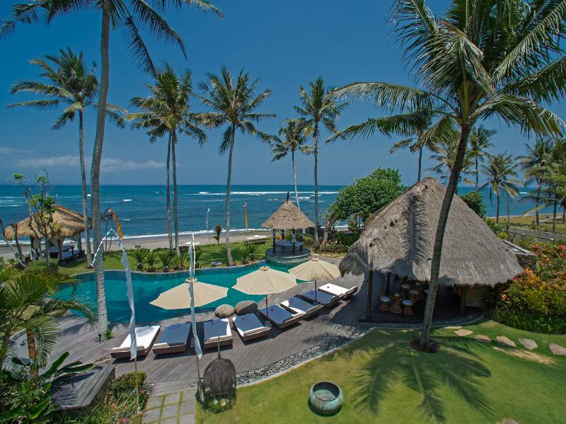 Taman Ahimsa - Pool beachfront