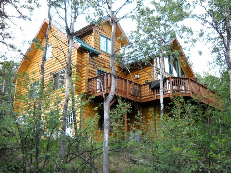 Log Chalet Home In The Hills ~ An Alpine Getaway With Views, holiday rental in Fairbanks