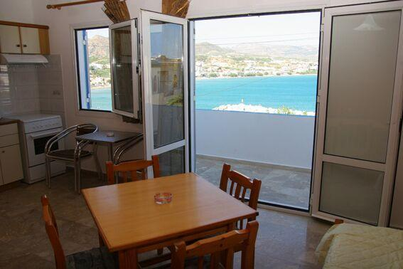 Ocean view apartments for 4 persons in Makrigialos, casa vacanza a Pefki