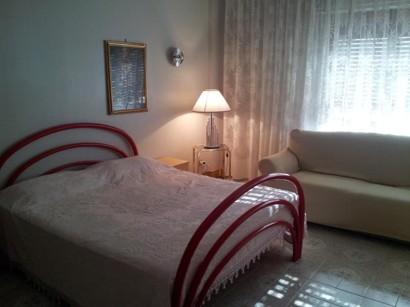 Camera con letto matrimoniale, alquiler vacacional en Landro