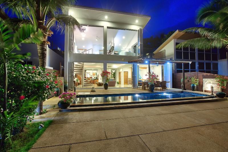 Indu Beach Villa - Sunset Luxury Pool Villa, alquiler de vacaciones en Koh Samui