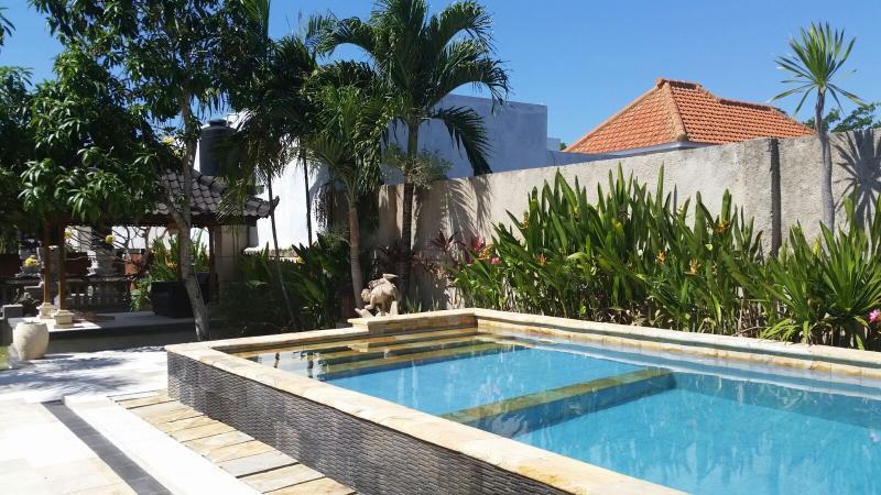 piscina muy limpia