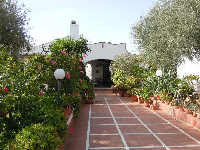 Trilocale in villa Muse vicino al mare, vacation rental in Cassibile