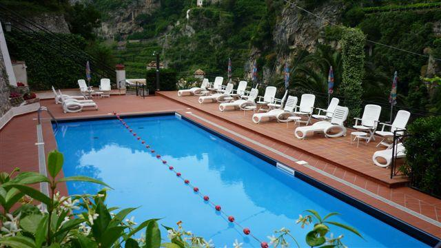 Le Rose 2 with sea view, pool and parking, vacation rental in Ravello
