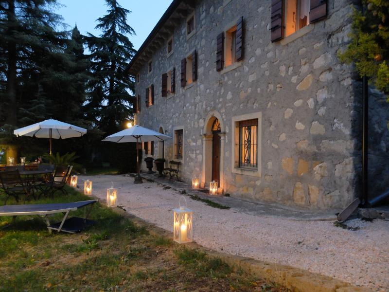 casale della valpolicella con jacuzzi esterna, casa vacanza a Marano di Valpolicella