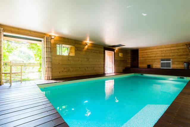Annecy La Ferme de Quintal piscine intérieure, location de vacances à Quintal