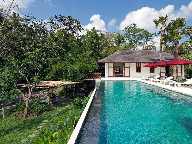 Villa Atacaya - Het zwembad kijkt uit over de rivier