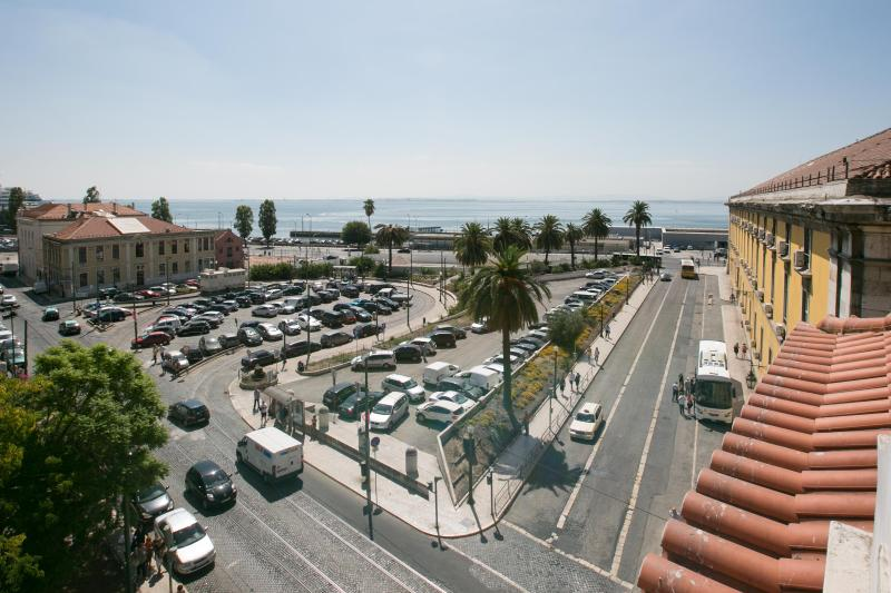 DOWNTOWN SEAVIEW APARTMENT, holiday rental in Lisbon District