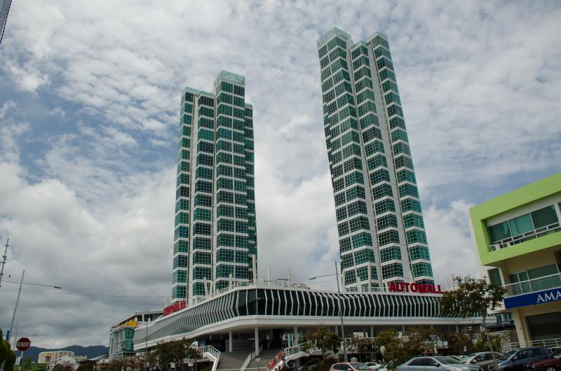Duplex Suite with Sea View, holiday rental in George Town