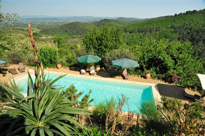 Panoramic view on the pool and landscape - Panorama-Blick auf den Pool und die Landschaft
