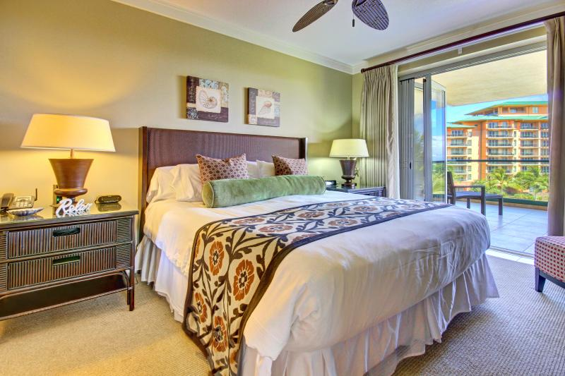 1st master bedroom suite with access to lanai and to private large master bathroom