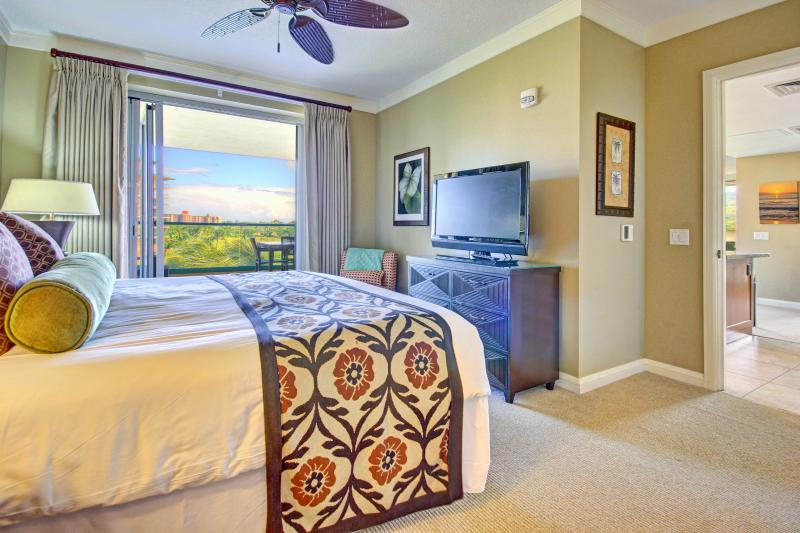 1st Master Bedroom Suite -- with 42 inch flat screen TV and access to 505sqft lanai!