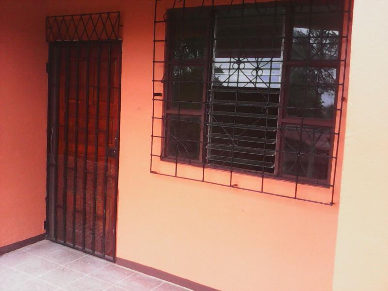 NICE HOUSE 2/1 WHITH PATIO CLOSE TO BEACHES, holiday rental in Puerto Limon